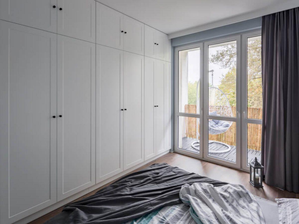 Sliding Door Wardrobes Or Hinged Door Wardrobes Versa Robes