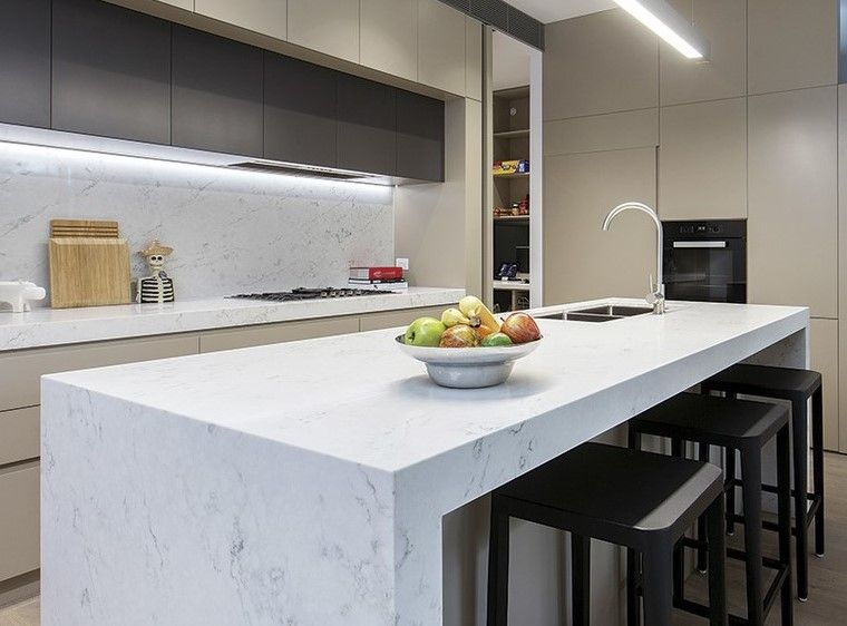 2PAC kitchen with Caeserstone Bench and splashback