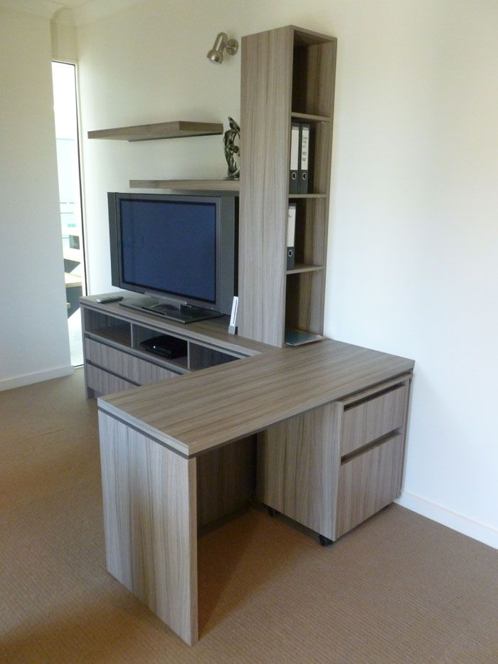Home office in woodmatt