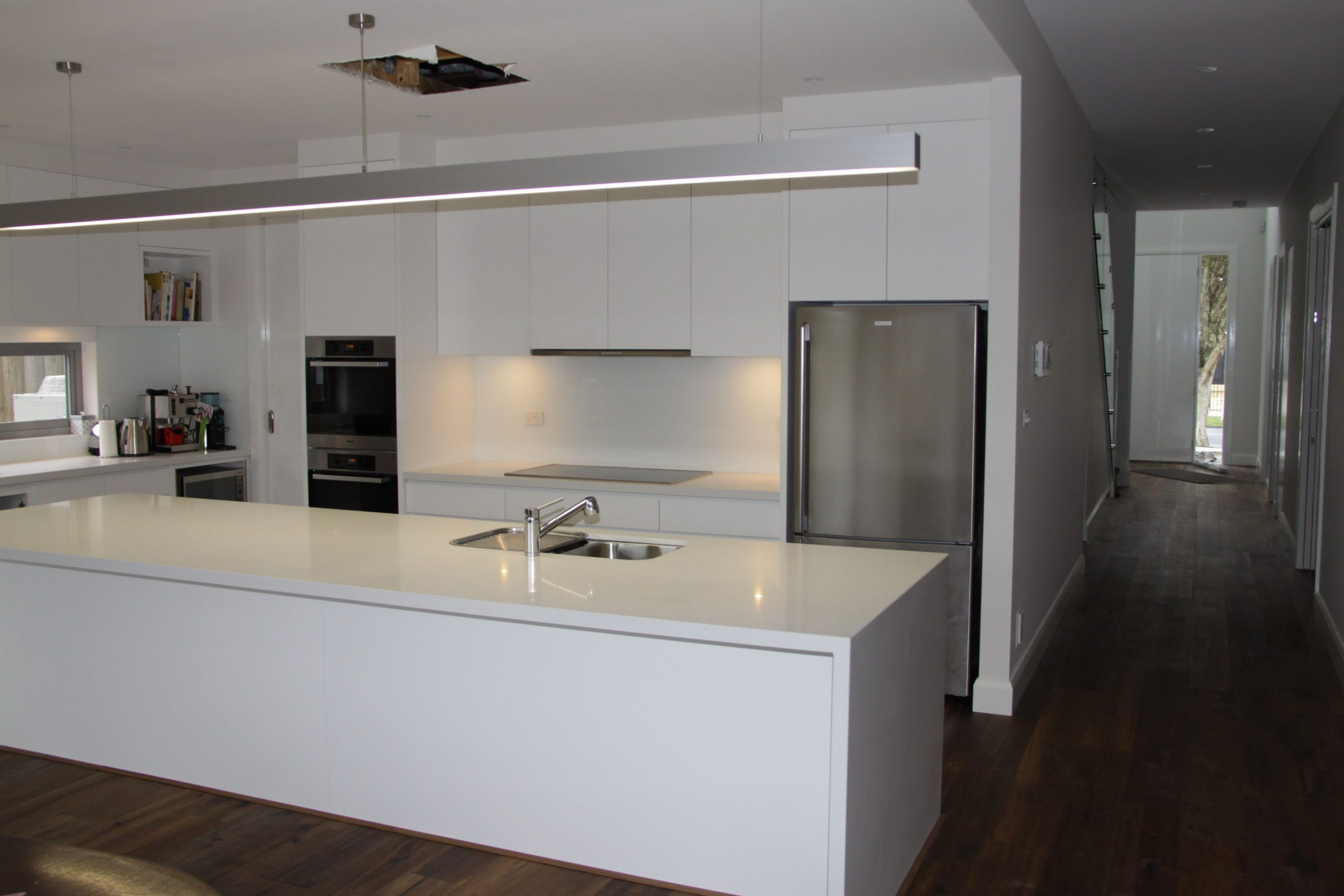 White Caeserstone kitchen bench Melbourne